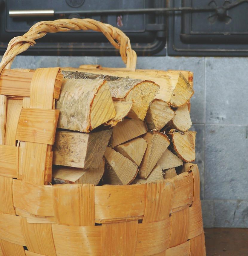 Carros de leña cestas y portadores de leña para chimeneas y estufas