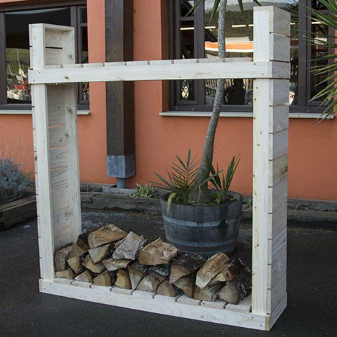 Leñero de pino para exterior. Estantería de madera maciza de pino.180 alto x 165 ancho